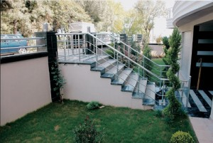 Barandilla de escalera de aluminio inox con vidrio